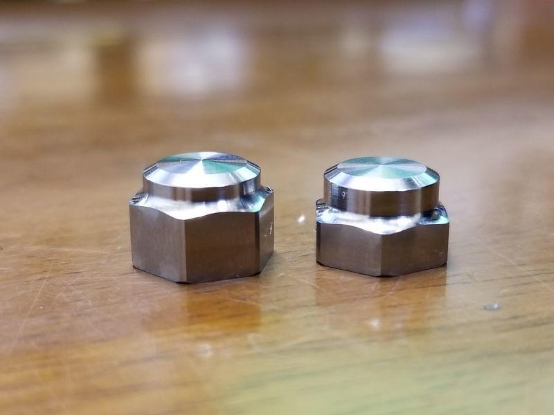 左 スタジオコンポジット専用「ロングタイプ」 右 一般的なハンドル用「標準タイプ」